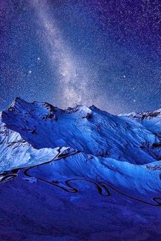 Under the night sky Wonders of Nature. Aurora Borealis over Volcano, Iceland Milky Way Over Siberia Under the night sky - Celestial Fire. All Nature, Science And Nature, Amazing Nature, Beautiful World, Beautiful Places, Wow Photo, Winter Schnee, Sky Full Of Stars, To Infinity And Beyond