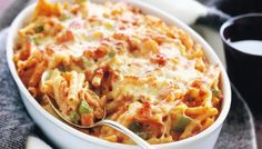 Just a few staple pantry items and some extras are needed to create this very simple cheese and tomato macaroni bake. Macaroni Grill Recipes, Cheese Bake Recipes, Easy Pasta Recipes, Easy Meals, Cooking Recipes, Inexpensive Meals, Twice Baked Potatoes Casserole, Potatoe Casserole Recipes, Grandmothers Kitchen