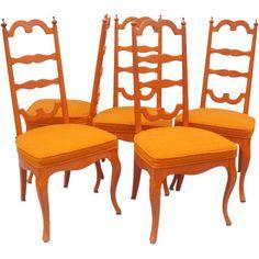 Оранжевый - поистине волшебный цвет! Он способствует улучшению настроения, активизирует, создает ощущение благополучия и счастья. Добавляя теплых тонов в антураж, оранжевые акценты зрительно делают интерьер более светлым и солнечным. #моднаямебель #винтажныестулья #стулья #оранжевый #vintagedecor #vintage #design