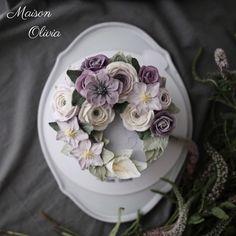 Flowercake by Maison Olivia 휴일 오전 급작스레 찾아온 추위가 싫지만은 않은 여유로운 하루입니다. ...