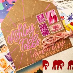 of described her favorite color as Barbie doll pink. 😂 Love it - can comply. Envelope Lettering, Envelope Art, Envelope Design, Mail Art Envelopes, Addressing Envelopes, Cute Envelopes, Decorated Envelopes, Pen Pal Letters, Cute Letters