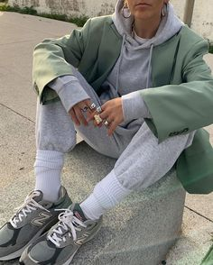 Large blazer Simple matching grey tracksuit Large socks tucked over Trainers Rings and necklaces Athleisure, Winter Puffer Jackets, Look Fashion, Fashion Design, Fashion Outfits, Fashion Tips, Cool Style, My Style, Aesthetic Clothes