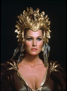 Ursula Andress as 'Ayesha' - 1965 - She - Costumes for Miss Andress by Carl Toms - Directed by Robert Day - Mlle Vintage Hollywood, Hollywood Glamour, Classic Hollywood, Hollywood Actor, Hammer Horror Films, Hammer Films, James Bond, Ursula Andress, Jeanne Moreau