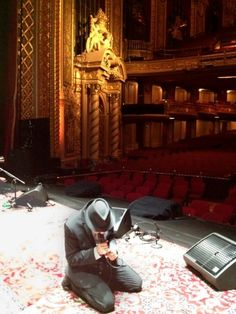 Leonard Cohen's Stage Presence – At Soundcheck  Posted on December 23, 2012 by DrHGuy   http://1heckofaguy.com/2012/12/23/leonard-cohens-stage-presence-at-soundcheck/   This photo, taken at soundcheck (either Dec 15 or 16, 2012) Wang Theatre in Boston,  via Sharon Robinson's Facebook page