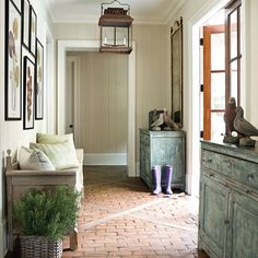 Traditional country twist via 'Atlanta Homes'....I am loving the patterned brick floor with the timber strips.... #Atlantahomes #travel #usa #atlanta #decorating #floor #styling #chandelier #rustic #traditionalhome #traditional #inspiration #instalove #indoors #bestinteriors #interiors #decor #fabrics #cushions #uniquefabrics #interiordesign #designlove #light #wallart #minerscouch #homely #timberpanelling #creamandwhite