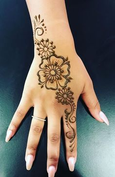 18 Beautiful Henna Tattoo Designs to Try - The Trend Spotter Henna Thigh Tattoo, Henna Ankle, Wrist Henna, Small Henna Tattoos, Lace Tattoo, Wrist Tattoos, Hand Henna, Henna Tattoo Sleeve, Anchor Tattoos