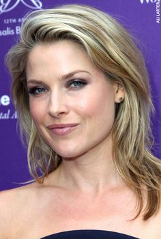 Ali Larter, blonde actress, sporting a smirk that could either be dismissive or flirty and I love that complexity. Famous Celebrities, Famous Women, Celebs, Prettiest Celebrities, Blonde Actresses, Female Actresses, Ali Larter, Cool Blonde, Blonde Hair