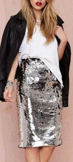 ways how to wear sequin skirt outfit 18 Looks Casual Chic, Looks Chic, Looks Style, My Style, Goth Style, Fashion Mode, Look Fashion, Trendy Fashion, Fashion Outfits