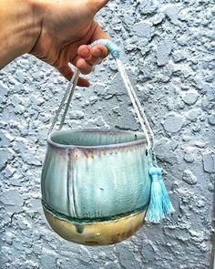 basket Pop Up Art, Art Market, Baskets, Earth, Ceramics, How To Make, Ceramica, Pottery, Hampers