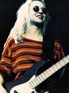 D'arcy Wretzky of The Smashing Pumpkins D'arcy Wretzky, Bass Guitar Scales, Estilo Punk Rock, Billy Corgan, Back In The 90s, Guitar Girl, Joan Jett, Music Icon, Swagg