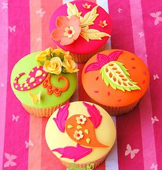 No idea how to decorate your cupcakes, so they are looking cute and girly? Here's a collection of adorable girly cupcakes. Cupcake Kunst, Cupcake Art, Cupcake Cookies, Cupcake Ideas, Cupcake Photos, Iced Cookies, Flowers Cupcakes, Yummy Cupcakes, Orange Cupcakes