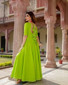 Neck Designs For Suits, Designs For Dresses, Dress Neck Designs, Blouse Designs, Trendy Suits, Kurti Designs Party Wear, I Dress, Dress Long, Party Dress