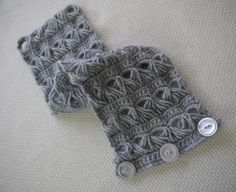 """Free pattern for this beautiful """"Broomstick Lace Collar or Scarf""""...I like the idea of the buttons!"""