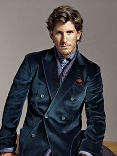 Kruvaze Ceket Modelleri Bu yıl erkek moda trendlerinde başı çeken kruvaze ceket modelleri günümüze uyarlanmış tasarımlarıyla göz alıyor. Eskiden mafya filmlerinde sıkça gördüğümüz çok geniş yakalara sahip, bol ve uzun görünümlü kruvaze ceketlerin yerini yeni sezonda …