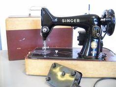 Amazing vintage Singer Sewing Machine - 99K