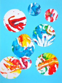 Looking for an easy art project for toddlers or preschoolers? Try this colorful monoprinting activity today!
