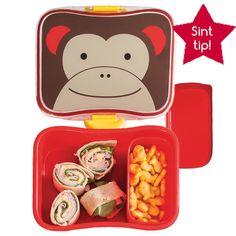 #Sinttip: Super handige lunch set Monkey bestaande uit een broodtrommel en losse snackbox welke in de broodtrommel geplaatst kan worden. Vanzelfsprekend BPA vrij, PVC vrij en Ftalaat vrij én heel handig: hij kan in de vaatwasser. Er zijn ook bijpassende rietjes bekers!