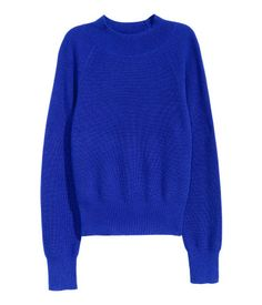 Cornflower blue. PREMIUM QUALITY. Cashmere jumper in a fine rib knit with a turtle neck, long raglan sleeves and ribbing at the cuffs and hem.