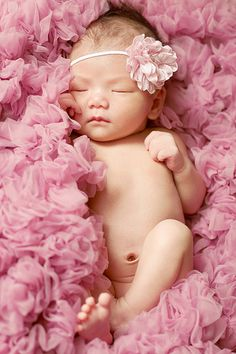 Mom And Baby Photography Discover Pink Ruffle Flower Headband Halo Foto Newborn, Baby Girl Newborn, Newborn Care, Newborn Pictures, Baby Pictures, Photo Bb, Baby Shooting, Foto 3d, Foto Baby