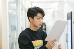 Yunhyeong is so handsome I'm shocked every time I see him Kim Jinhwan, Chanwoo Ikon, Yg Entertainment, Fandom, Ikon Songs, Sassy Diva, Ikon Member, Vocal Lessons, Korea
