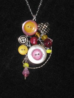 interesting button pendant using floral wire