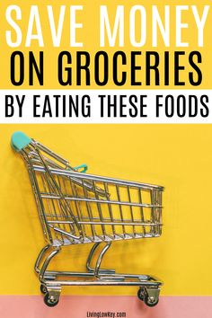 Do groceries eat up all of your money each month? Well not anymore! Save money on groceries by eating these foods each month. Groceries don't have to be expensive if you don't want them to be. Cheap College Meals, Cheap Meals To Cook, Cheap Vegetarian Meals, Cheap Family Meals, Large Family Meals, Money Saving Meals, Best Money Saving Tips, Money Saving Challenge, Save Money On Groceries