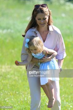 News Photo : Princess Leonore of Sweden and her mother...