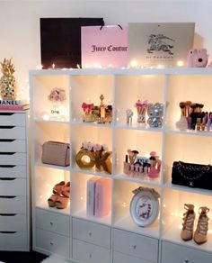 New makeup room ideas beauty storage girly 63 Ideas Makeup Room Diy, Vanity Makeup Rooms, Makeup Beauty Room, Diy Makeup, Vanity Room, Beauty Room Decor, Glam Makeup, Makeup Geek, Teen Girl Bedrooms