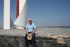Después tropecé con el monumento a Simón Bolívar, que desembarcó en esta playa al inicio de la guerra de la Independencia de Sudamérica. Allí no lo esperaba nadie, ni amigo ni enemig. ¿Quién deminios iba a estar allí esperando con la que cae?