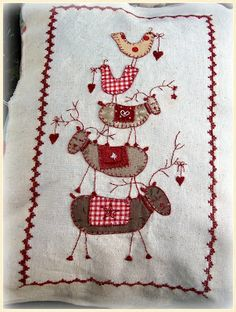 Pretty reindeer stitchery - wonder if I could figure it out without a pattern.