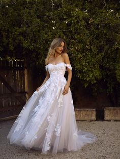 Wedding Dress Ball Gown Lace Beach Wedding Dresses 2019 Off the Shoulder Appliques A Line Boho Bride Dress Princess Wedding Gown Robe De Mariee Lace Bridal, Lace Beach Wedding Dress, Sexy Wedding Dresses, Perfect Wedding Dress, Bridal Gowns, Prettiest Wedding Dress, Most Beautiful Wedding Dresses, Princess Wedding Gowns, Fairytale Wedding Dresses