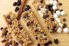 No Bake Granola Bars, Chewy Granola Bars, Homemade Granola Bars, Muesli Bars, Oatmeal Bars, Yummy Snacks, Delicious Desserts, Dessert Recipes, Yummy Food