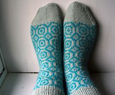 Circle Socks by Fnugg - #free #knitting pattern on #Ravelry