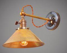 Vintage-koło przemysłowe światła-sprawozdawca komisji | Etsy Antique Lighting, Industrial Lighting, Cool Lighting, Brass Lamp, Pendant Lamp, Pulley Light, Wall Mounted Light, Lamp Socket, Brass Fittings