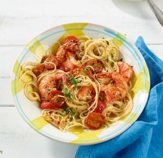 A delicious recipe for shrimp pasta with braised tomatoes. Prepared in 25 minutes, pasta rezept healthy pasta recipes Vegetarian Pasta Recipes, Healthy Chicken Recipes, Shrimp Recipes, Mousaka Recipe, Mongolian Beef Recipes, Passionfruit Recipes, Spaghetti Squash Recipes, Mediterranean Diet Recipes, Healthy Food List