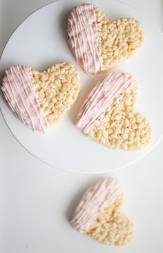 Chocolate Dipped Heart Rice Krispies Treats – – Cook It Valentine's Day Food Valentine Desserts, Valentines Day Food, Valentine Treats, Valentine Nails, Valentines Baking, Valentine Party, Valentines Day Desserts, Valentine Cupcakes, Heart Cupcakes