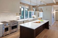 transitional-style-home-scott-christopher-homes-09-1-kindesign