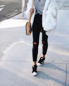 chunky white cardigan outfit- The most stylish selfie outfits http://www.justtrendygirls.com/the-most-stylish-selfie-outfits/