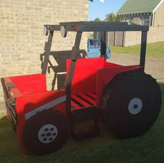 Tractor Bed built by Tree House Kids SA https://www.facebook.com/Tree-House-Kids-805054736284757/?ref=hl