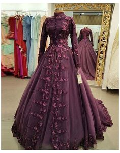 Simple Evening Gown, Evening Gowns With Sleeves, Simple Gowns, Women's Evening Dresses, Formal Gowns With Sleeves, Indian Wedding Gowns, Indian Gowns Dresses, Indian Fashion Dresses, Stylish Dresses For Girls