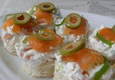 Jednohubky s uzeným lososem / Smoked salmon canapés Smoked Salmon Canapes, No Salt Recipes, Fish And Seafood, Sushi, Ethnic Recipes, Sushi Rolls