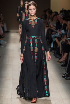 Valentino Spring 2014 Ready-to-Wear Fashion Show - Esther Heesch (Next)