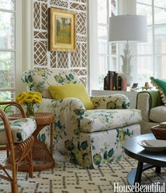 Avert, Manage, And Eliminate Black Mildew A Custom Bridgewater Chair By Luther Quintana Is Upholstered In One Of Scheerer'S Favorite Old-Fashioned Prints: The Airy Dahlia By Clarence House. Living Room Furniture, Living Room Decor, Living Spaces, Small Living, Beautiful Interiors, Beautiful Homes, House Beautiful, Beautiful Gorgeous, Trellis Wallpaper