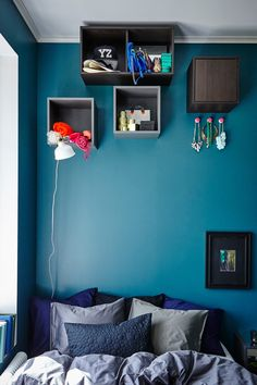 Create a playful display with VALJE wall cabinets.