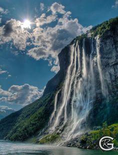 Seven Sisters Waterfall, Geirangerfjord – Norvegia