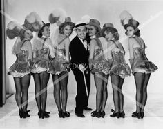 cool 8x10 photo Clark Gable w sexy chorus girls from Idiots Delight 1910-20