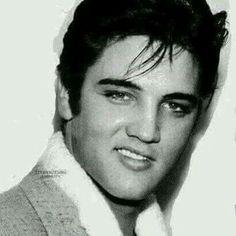 Top Best Elvis Presley Photographs , Photos , images , Pictures of The King Elvis Priscilla Presley, Elvis Und Priscilla, King Elvis Presley, Elvis Presley Family, Elvis Presley Photos, Lisa Marie Presley, Elvis Presley Young, Young Elvis, Z Cam