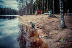 Varvojärvi Perttelin Varvojärvi oli aivan uusi tuttavuus minulle ja se löytyikin ihan sattumalta kun ajelimme muita paikkoja kuvaamassa siellä päin. Hiekkapohjaisen järven rannalla oli grillauskatos, laituri ja saunarakennus. http://www.salonsydan.fi/Salo/vesistoalueet/varvojarvi/