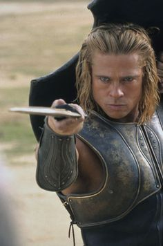 This picture is from the 2004 movie, Troy. It depicts Brad Pitt in the role of Achilles. The film is representative in the means that even to this day, the legend and name of Achilles continues to live on. Brat Pitt, Troy Movie, Brad Pitt Pictures, Eric Bana, Cinema Tv, Kris Kristofferson, Jennifer Aniston, Great Movies, Beautiful Men