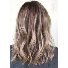 When your typically-blonde client wants to go a little darker, it can't hurt to take some formula advice from Kelly Massias (@kellymassiashair)! This updated balayage combines three shades, mixing darker and lighter formulas to create just the right blend of color that even your blonde-obsessed clients will love. Here's how you can recreate the look.